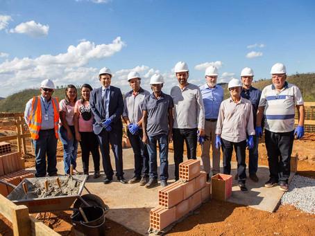 Começa a construção das casas de Bento Rodrigues