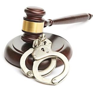 УтверждёнОбзорпрактики рассмотрения судами ходатайств об избрании меры пресечения в виде заключени