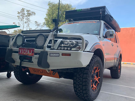 Pajero Fitted with Bundutop tent.jpg