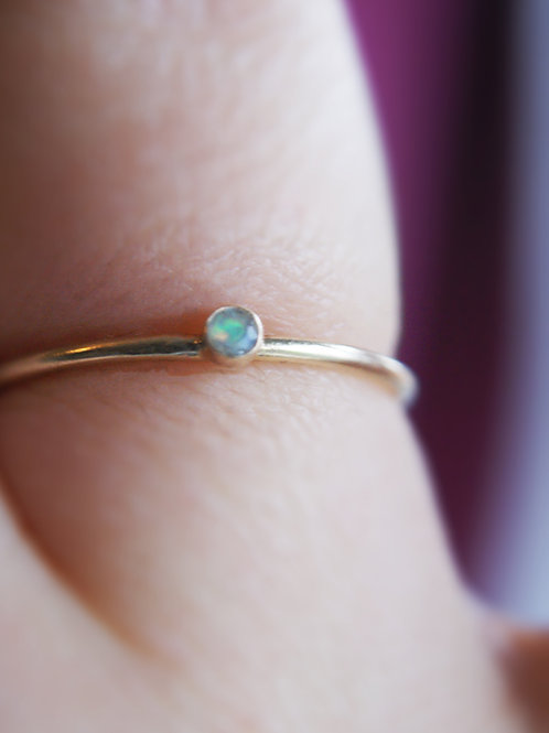 9ct Gold and Ethiopian Opal Ring