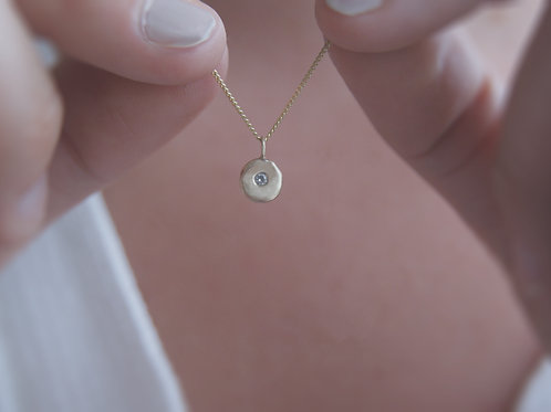 The Pebble Solid Gold Necklace with White Topaz