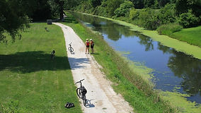 bike-riders-on-the-i-and-m-canal-path-co