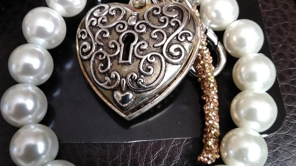 PEARL BRACELET: GOLD/SILVERTONE HEART LOCKET