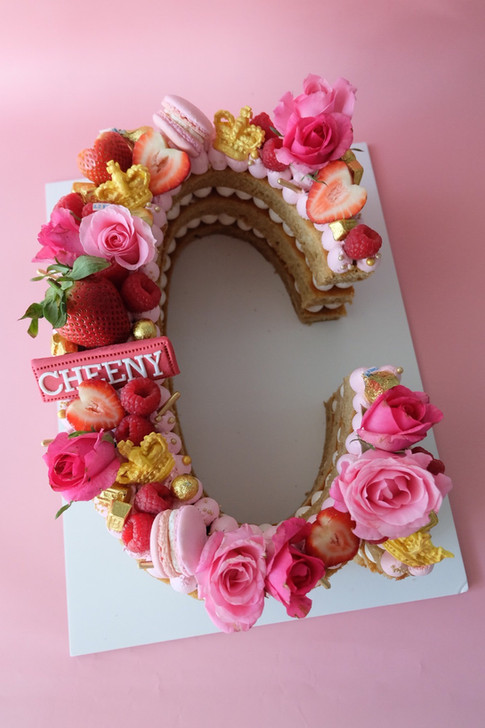 Flowers and berries single letter monogram cake