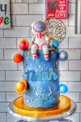 Astronaut and Planets Cakes
