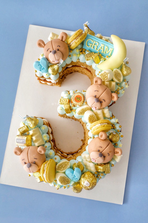 Bear themed single number monogram cake