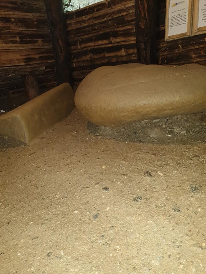 Megalithe im Ravne Tunnelsystem