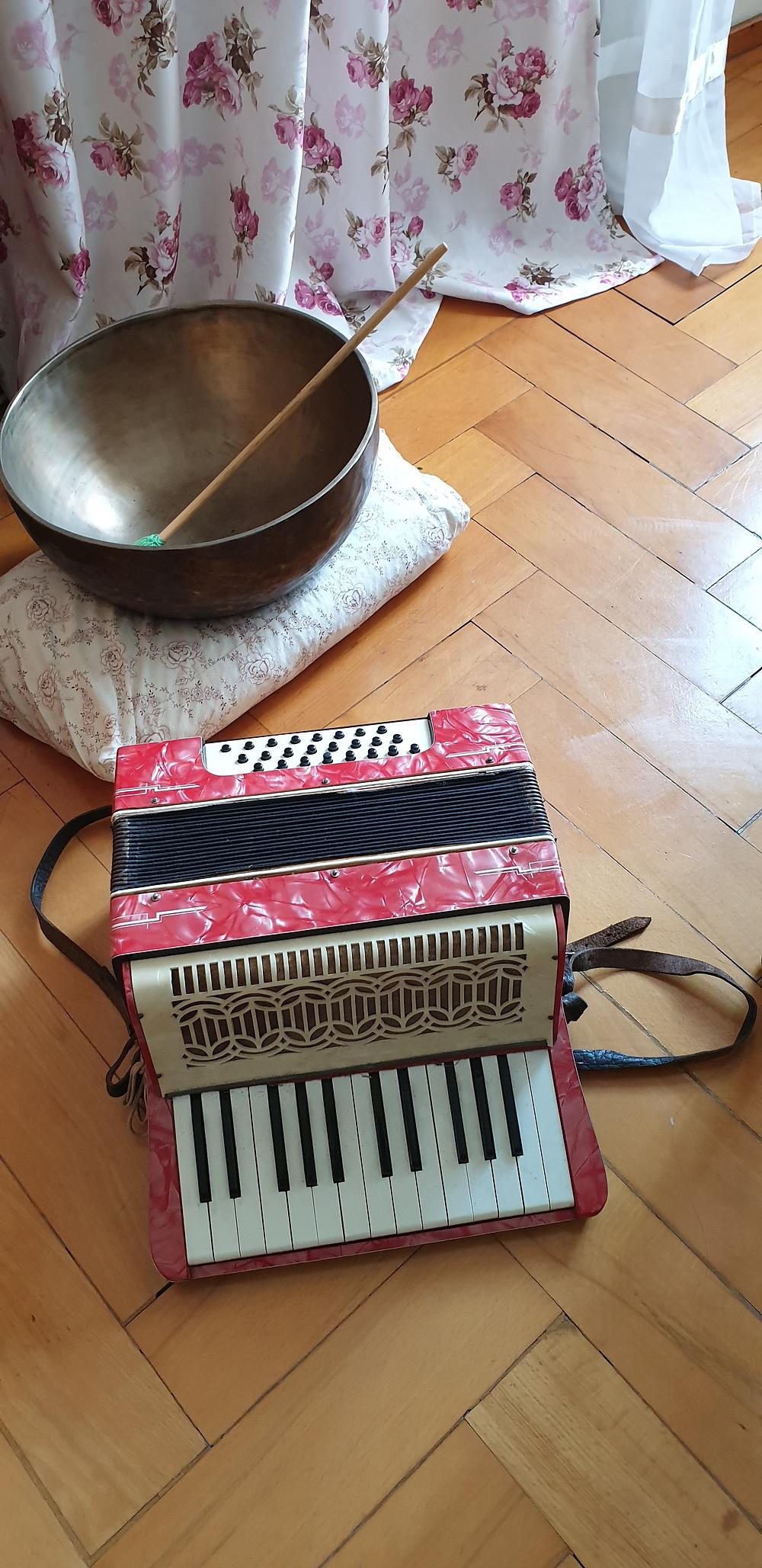das antike Akkordeon und der Jenseitskontakt