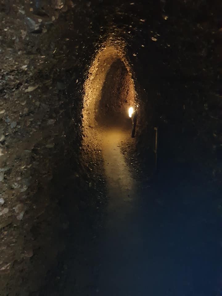 Tunnelsystem zur Sonnenpyramide - Ravne