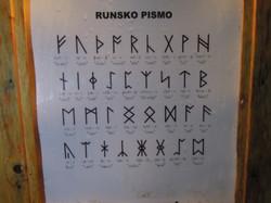 entdeckte Runen in der Pyramide