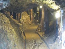 im Tunnel der Pyramiden