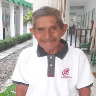 Don Victor, señor chinanteco de 80 años terminó su bachillerato.