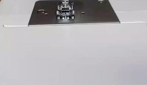 Veja como pode fazer a manutenção da sua máquina de costura doméstica. O modelo que apresentamos é da marca Silvercrest, totalmente mecânica (isto é, sem componentes electrónicos) e é muito semelhante às máquinas Singer da mesma gama. Esta demonstração é genérica e pode não ser exactamente do mesmo modo na sua máquina de costura.