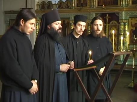 Découvrez la grande beauté de la liturgie byzantine russe au monastère de Valaam.