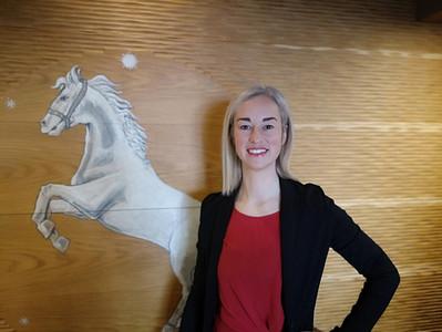 Loredana, la receptionist dell'Albergo Cavallino Bianco di Rumo