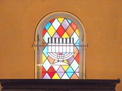 Fenster im Gebetsraum 1.JPG