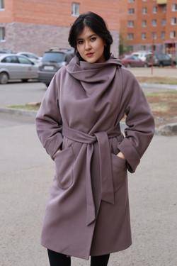 Осеннее женское пальто, Астана