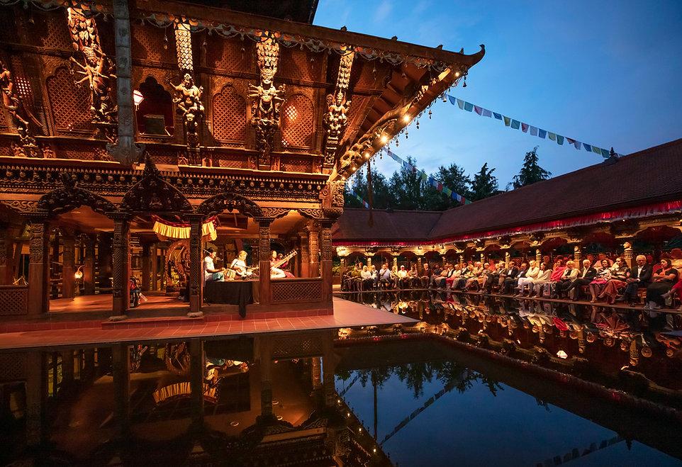Nepal-Himalaya-Pavillon Maharaj Trio .jp