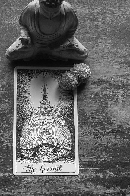 The Poet's Tarot - Interior 2x2-21.jpg