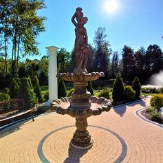 bal golden palace słońce