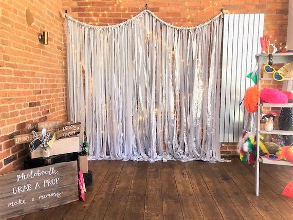 Photobooth Catesby Barn.jpg