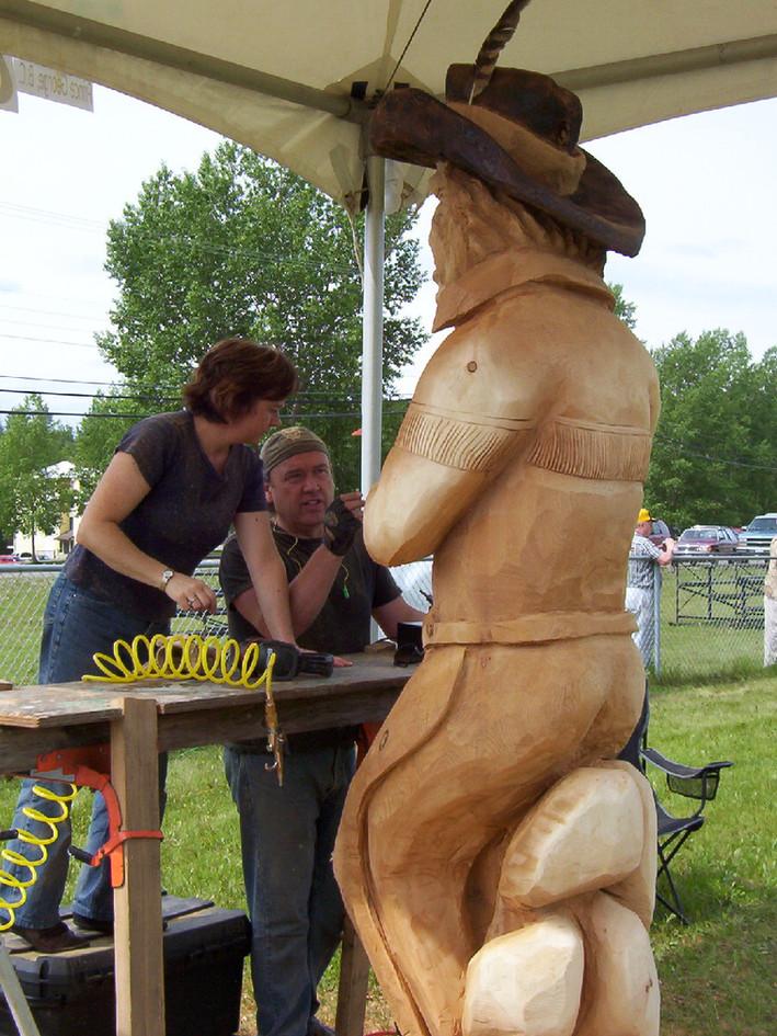 Sue gives Elmer a hand.JPG