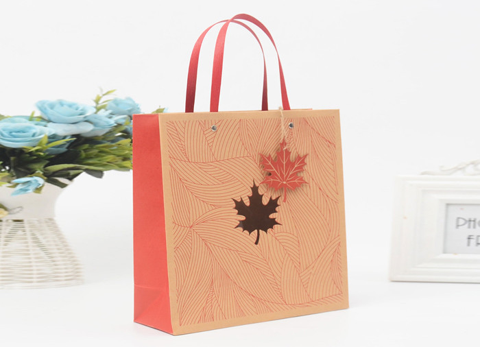 Pretty printed brown kraft gift bags with flat paper handle wholesale