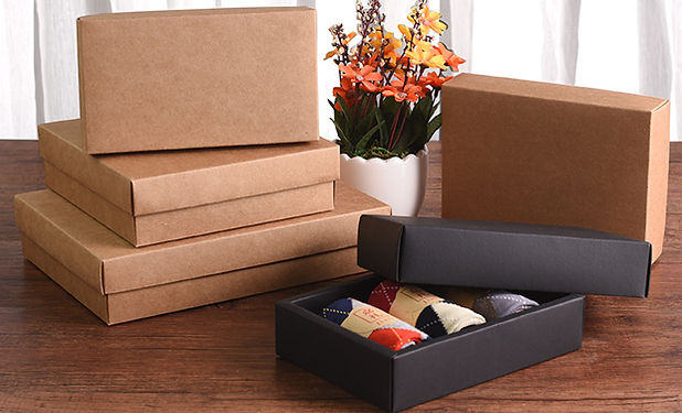 Black and brown Kraft boxes with lids