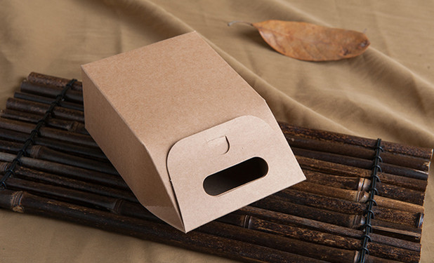 Kraft paper small favor boxes with handle for candy packaging