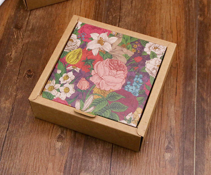 Two-piece wide border printed Kraft paper gift boxes for dessert
