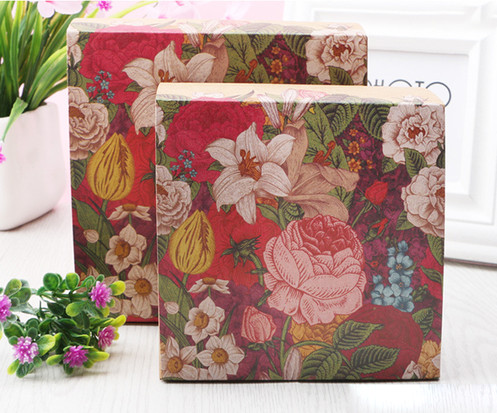 Colorful flower printed Kraft paper gift boxes for food dessert