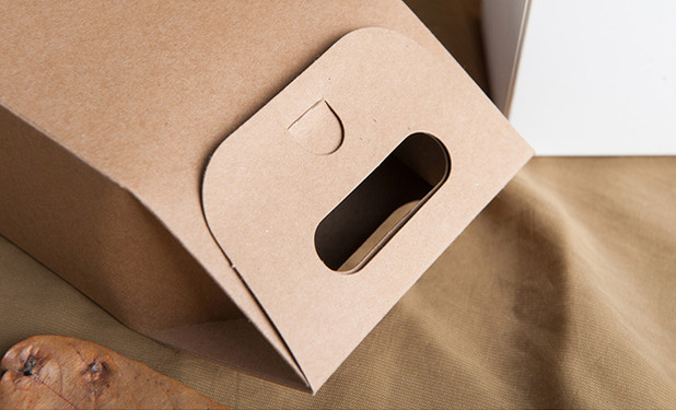 Small Kraft paper gift box with big handle for candies