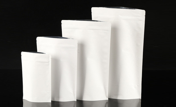 White kraft paper pouches without window