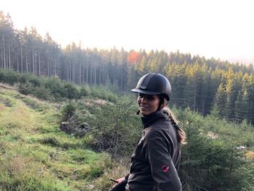 Marie-Therese im Wiegenwald mit Speedy