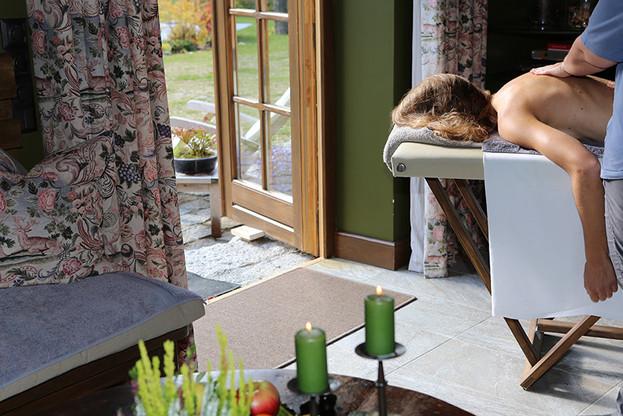 Massage mit Blick ins Grüne