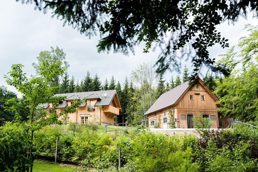 Der Pferdestall und das Gästehaus