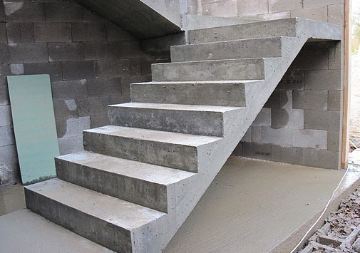 Precast-Concrete-Stair-Column-Production