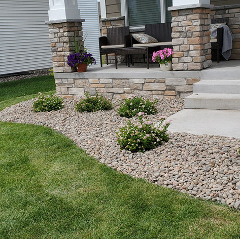 1.5 Inch River Rock Border