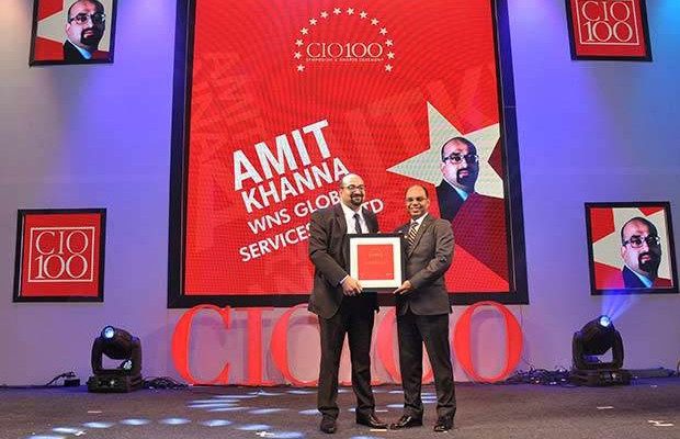 Mobility Maven: Alok Khanna, Executive Director at Indian Oil Corporation (IOCL) receives the CIO100 Special Award for 2016 from Sukesh Jain, VP, Samsung