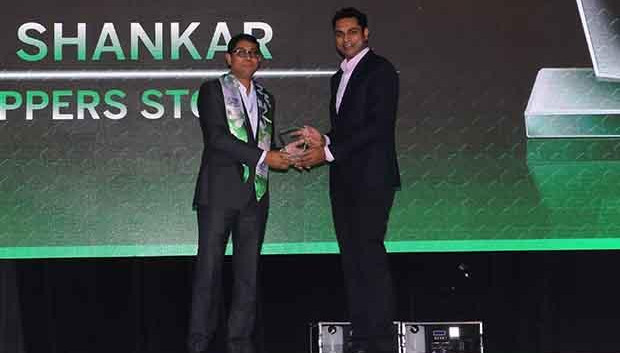 Business Transformer: Anil Shankar, Customer Care Associate & Vice President, Shoppers Stop receives the CIO100 Special Award for 2017 from Sridhar Pinnapureddy, Chairman and MD, CtrlS.