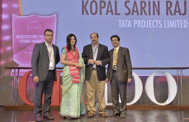 Infrastructure Evolution Futurist: Kopal Sarin Raj, Head IT of Tata Projects receives the CIO100 Special Award for 2013 from Sharad Sanghi, MD and CEO, Netmagic and Sunil Gupta, COO, Netmagic