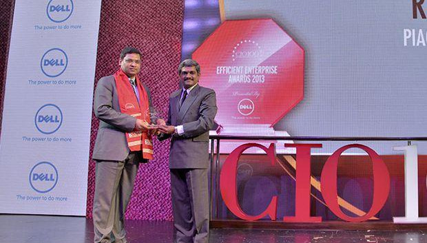 Efficient Enterprise: Rajeev Mittal, HEAD IT&IS Piaggio Vehicles receives the CIO100 Special Award for 2013 from S Sridhar, Director-Enterprise Business Solutions, Dell India