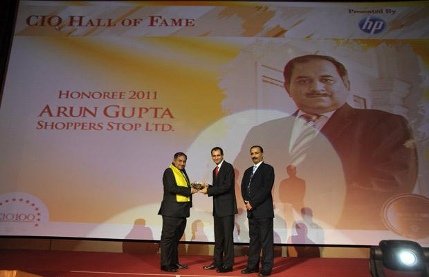Hall of Fame: Arun O Gupta, Group CTO of Shoppers Stop receives the CIO100 Special Award for 2011 from Prakash Krishnamoorthy, Country Manager, HP StorageWorks India