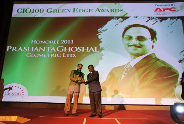 Green Edge: Prashanta Ghoshal, Director ITES of Geometric receives the CIO100 Special Award for 2011 from Shrinivas Chebbi, Country GM and VP, APC by Schneider Electric