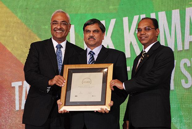 Super League: Alok Kumar, VP & Global Head - Internal IT and Shared Services of Tata Consultancy Services receives the CIO100 Special Award for 2012