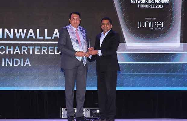 Networking Pioneer: Zuzar Tinwalla, Chief Information Officer, Standard Chartered Bank India receives the CIO100 Special Award for 2017 from Sajan Paul, CTO, Juniper Networks-India and SAARC