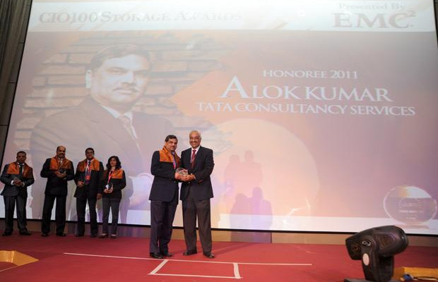 Storage: Alok Kumar, VP & Global Head - Internal IT and Shared Services of Tata Consultancy Services receives the CIO100 Special Award for 2011 from Manoj Chugh, President, India and SAARC, Director Global Accounts-APJ, EMC