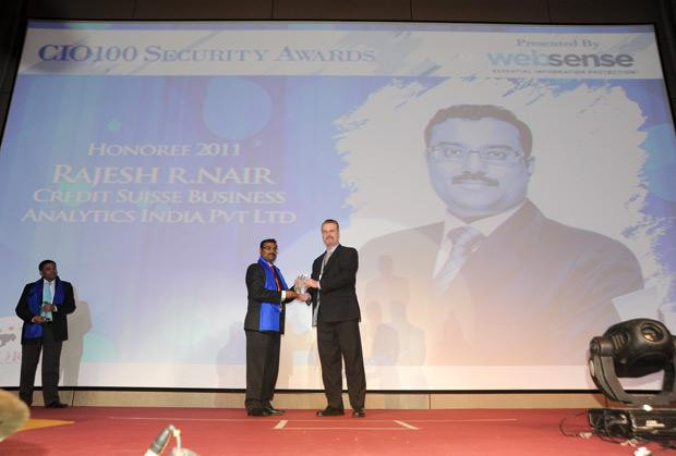 Security Supremo: Rajesh R Nair, VP- IT&Business Continuity, Credit Suisse Consulting receives the CIO100 Special Award for 2011 from John McCormack, President, Websense