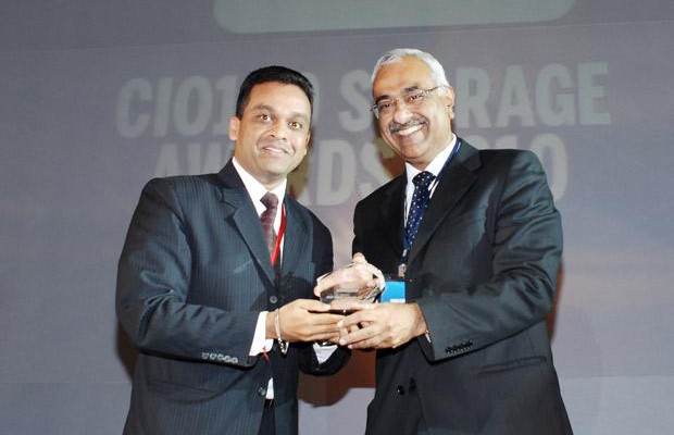 Storage: Ajay Kumar Meher, VP - IT & New Media of Sony Entertainment Television India receives the CIO100 Special Award for 2010 from Manoj Chugh, President, India and SAARC, Director Global Accounts-APJ, EMC