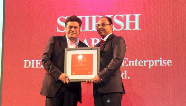 Efficient Enterprise: Shirish Gariba, CIO, Drive India Enterprise Solutions receives the CIO100 Special Award for 2013 from S Sridhar, Director-Enterprise Business Solutions, Dell India